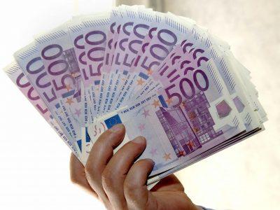 EL GOBIERNO ESPAÑOL LIMITARÁ EL PAGO EN EFECTIVO A 1.000,00 EUROS.